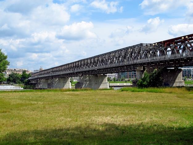 Мост через реку дунай в братиславе, словакия