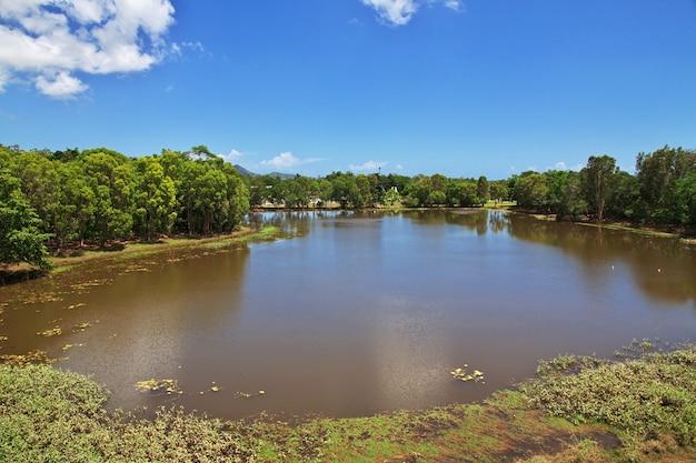 Озеро в долине куранда, кернс, австралия