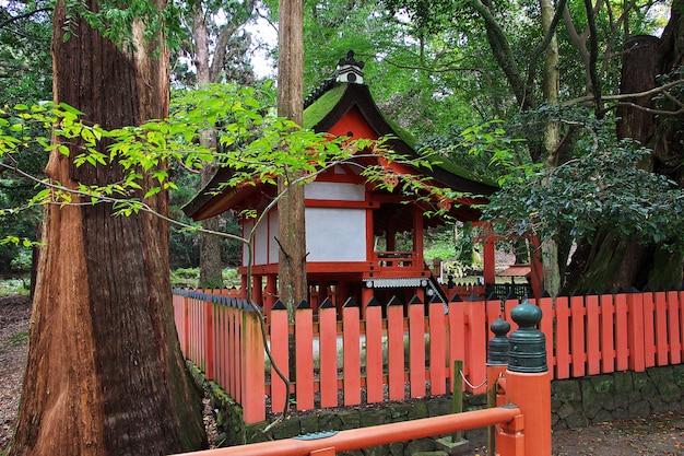 Храм тамукеяма хатимангу, нара, япония