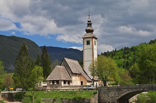 スロベニア、トリグラウ国立公園、ボーヒニ湖のリベセフラズ