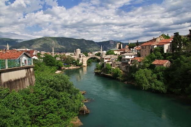 モスタル、ボスニアヘルツェゴビナの古い橋スタリモスト