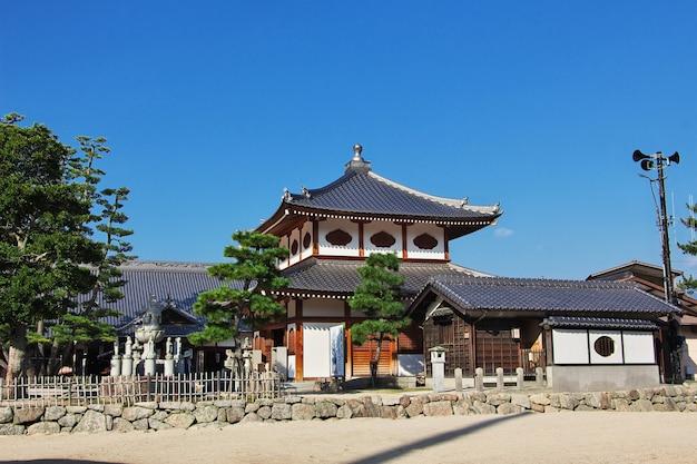 Храм ицукусима, остров миядзима, япония