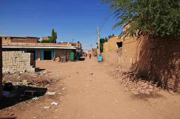 スーダン、ハルツームのナイル川沿いの小さな村