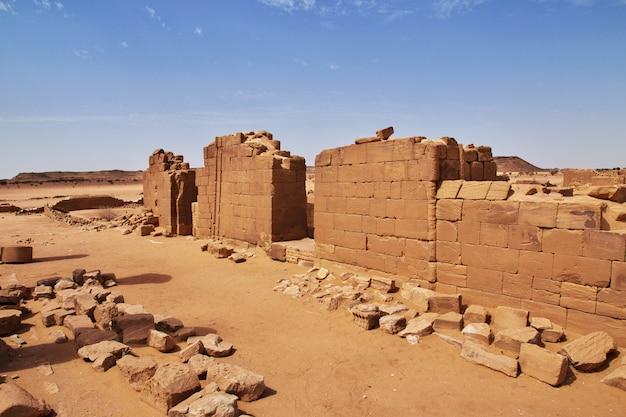 キングダムクッシュ-スーダンのサハラ砂漠の寺院の遺跡