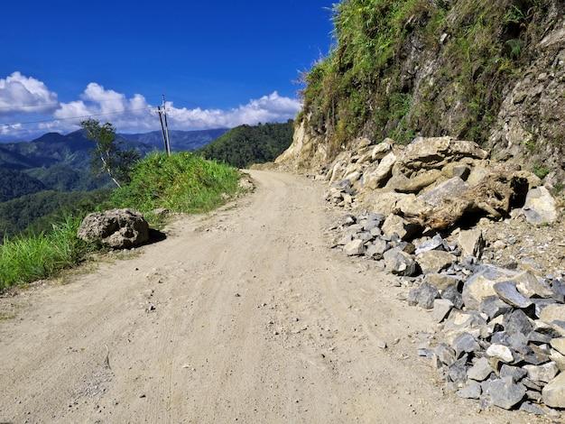 フィリピン、バンガーンの山の道