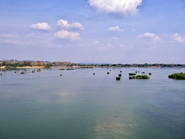 ラオス、メコン川のボート