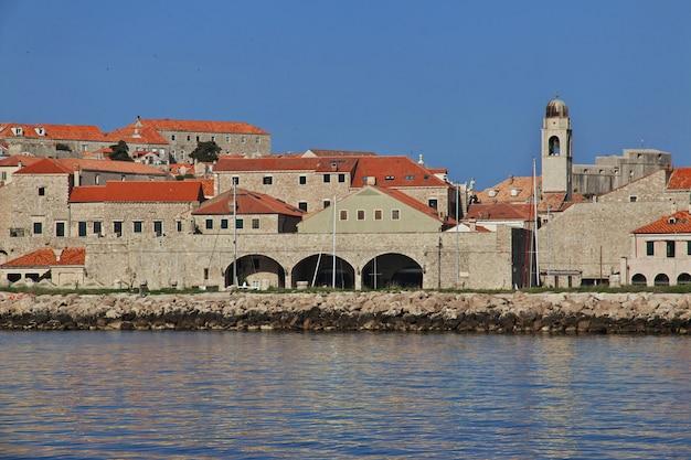 クロアチア、アドリア海のドブロブニク市のマリーナ
