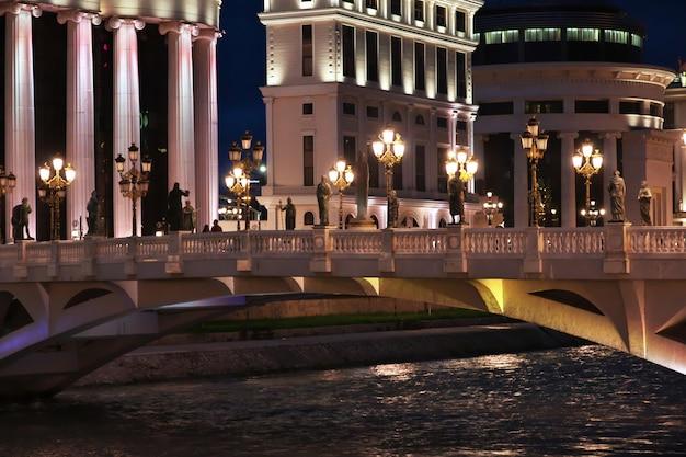 マケドニアのスコピエの夜、バルカン半島