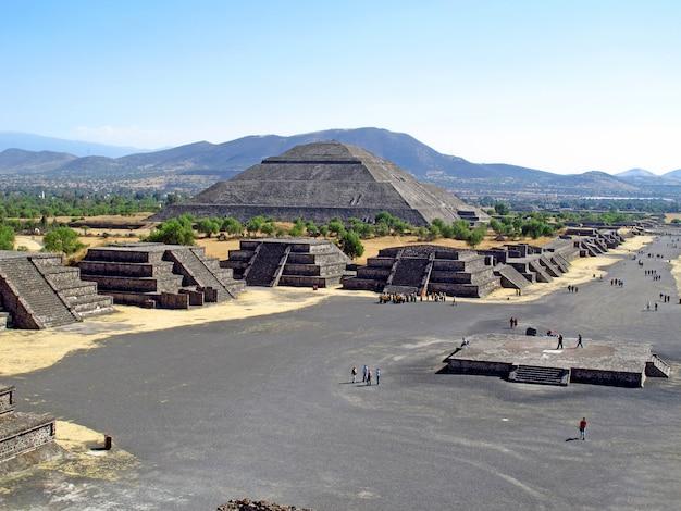 Пирамида солнца в древних руинах ацтеков, теотиуакан, мексика