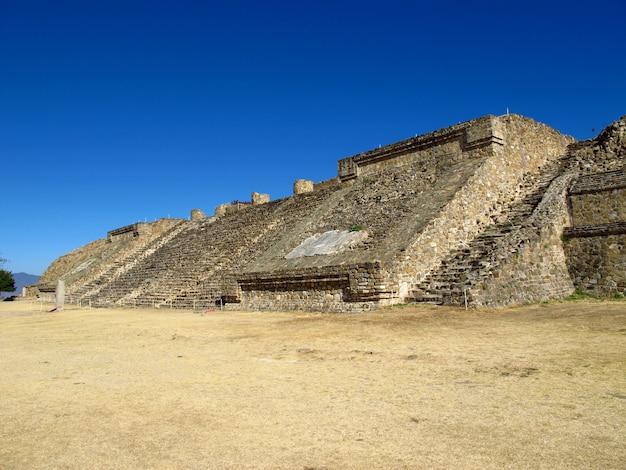 Древние руины сапотек, монте албан, мексика