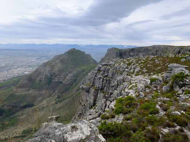 テーブルマウンテン、ケープタウン、南アフリカ共和国の上に表示