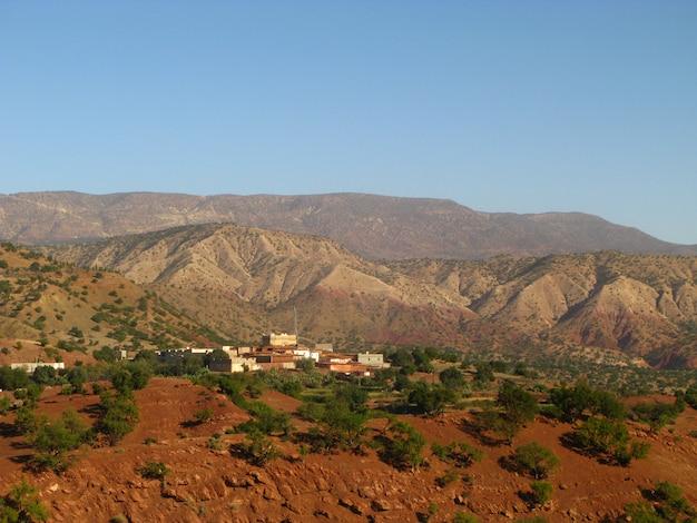 砂漠、モロッコの山