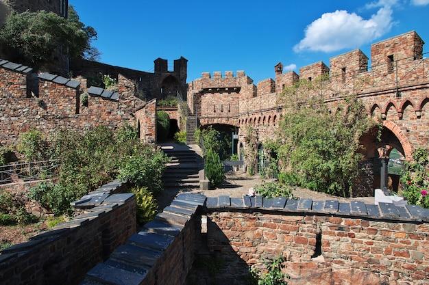 Замок в долине рейна на западе германии
