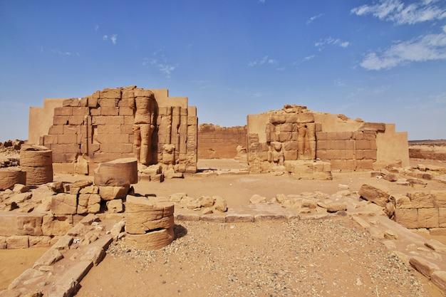 キングダムクシュ-スーダンのサハラ砂漠の寺院の遺跡