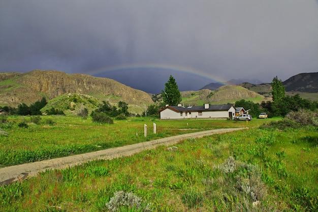 ロスグレイシャー国立公園の雨がフィッツロイ、エルチャルテン、パタゴニア、アルゼンチンを閉じる