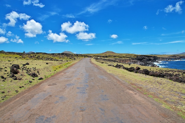 Рапа нуи. дорога на острове пасхи, чили