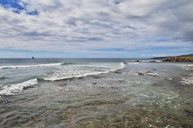 Рапа нуи. вид на тихий океан на острове пасхи, чили