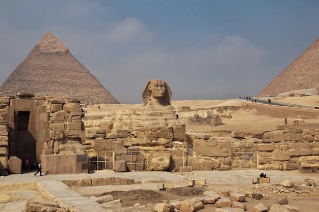 ギザ、カイロの古代エジプトの大ピラミッド