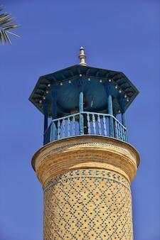 Мечеть шах чера в ширазе, иран. зеркальная мечеть.