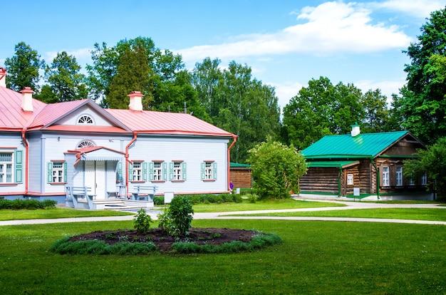 国のマナーハウス。州立歴史芸術文学博物館保護区
