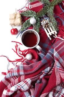 新年の装飾とマグカップで熱いクリスマス飲料紅茶