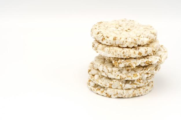 Хрустящий круглый хлеб, концепция диетического питания.