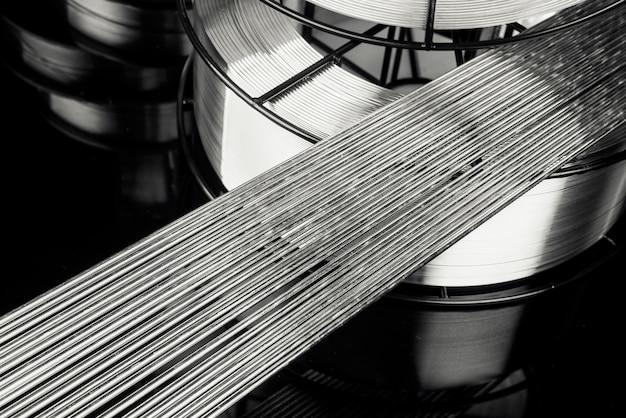 ステンレス溶接棒の抽象的な背景