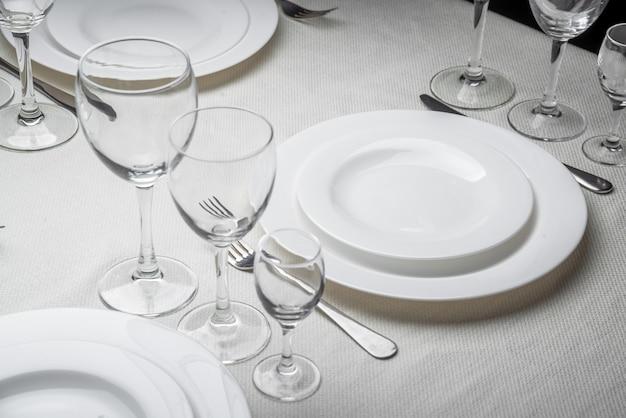 レストランのインテリア、テーブルセッティング