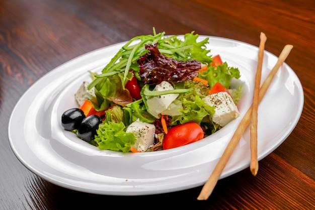 Греческий салат с сыром фета