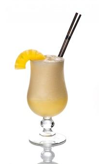グラスで美しく、おいしいカクテル