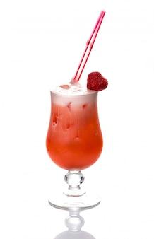 Красивый и вкусный коктейль в бокале