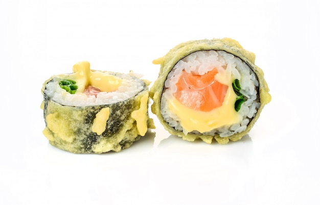 伝統的な新鮮な日本の巻き寿司