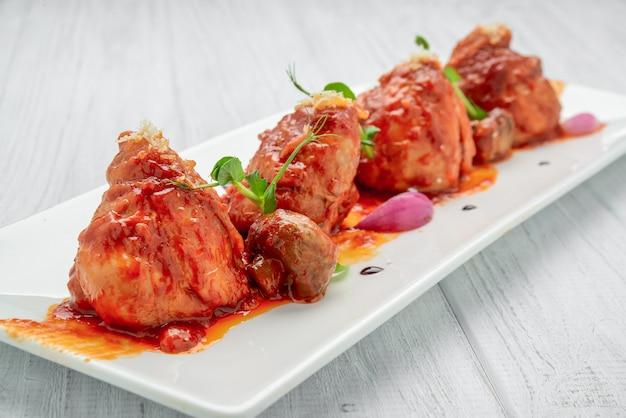 鶏肉のトマトソース焼き、野菜添え