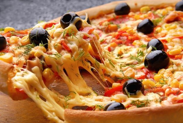ホット自家製ペパロニピザ