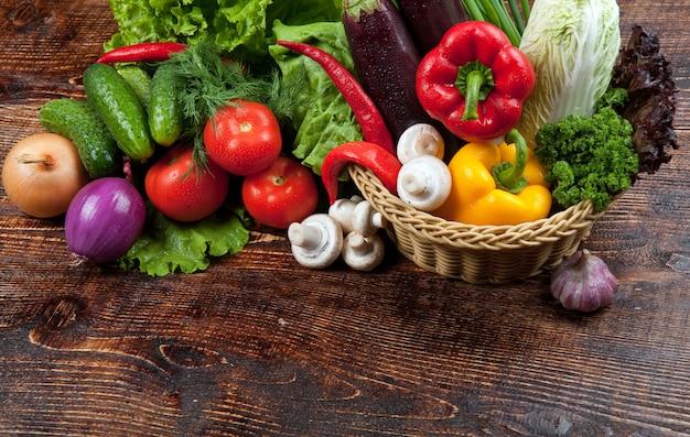 Вкусная и полезная еда овощей и фруктов