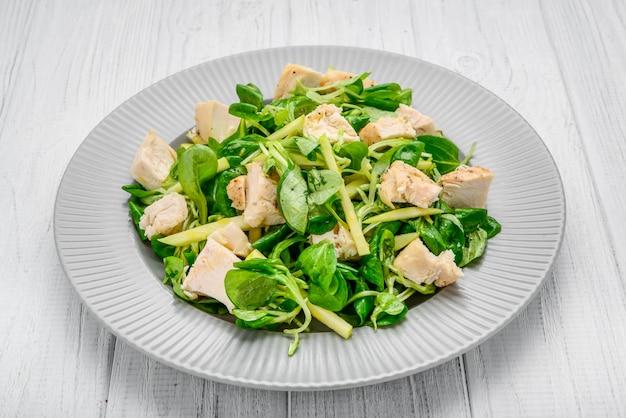 レタス焼きチキンのサラダ