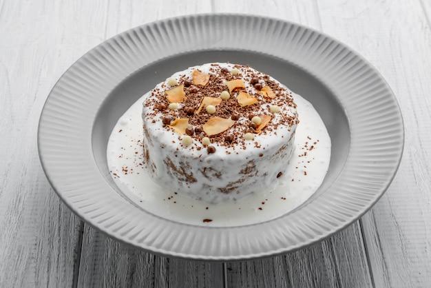 Торт безе с шоколадным кремом