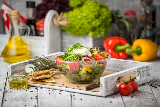 Салат, свежие овощи