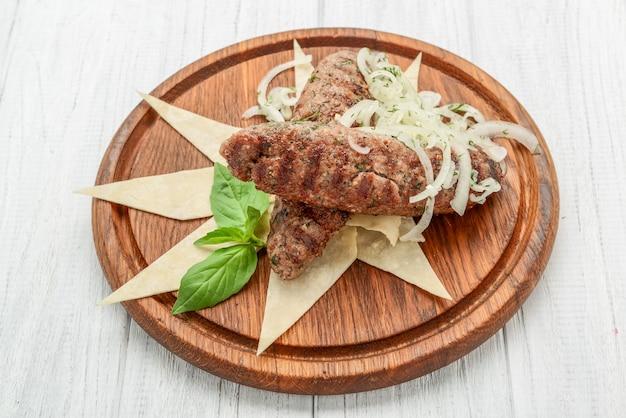Люля кебаб, мясо на гриле, фарш на гриле