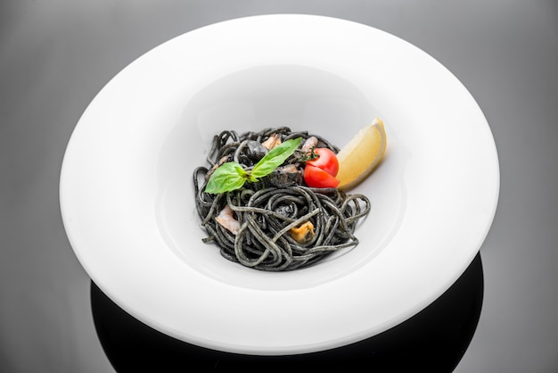 海老の黒スパゲッティのプレート