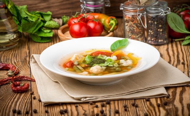 Здоровая еда красивая и вкусная еда на тарелке