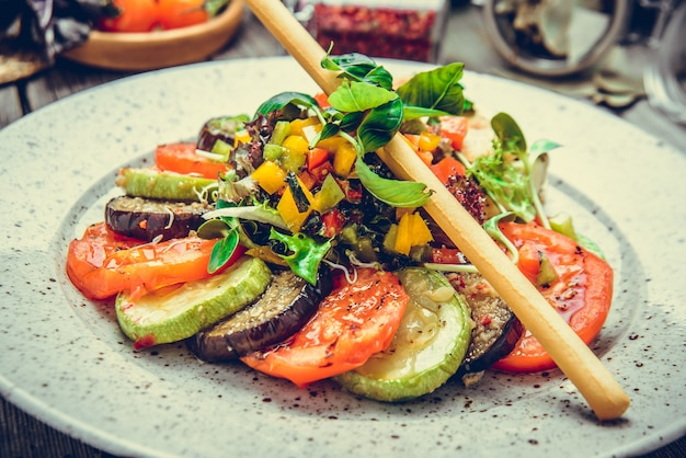 Овощи гриль, сыр сулугуни гриль