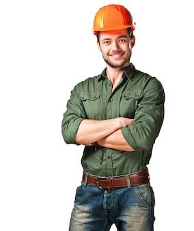 Эмоциональный молодой строитель