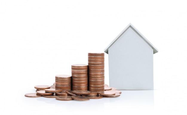 Модель дома с монетами