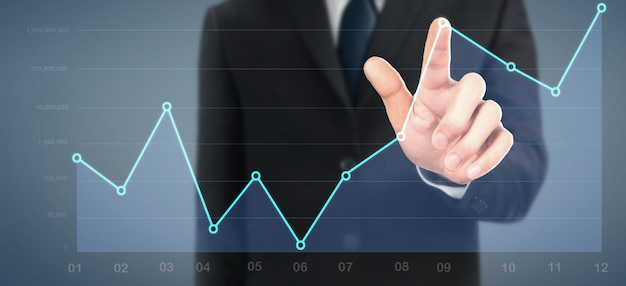 Бизнесмен планирует график роста и увеличения графика положительных показателей