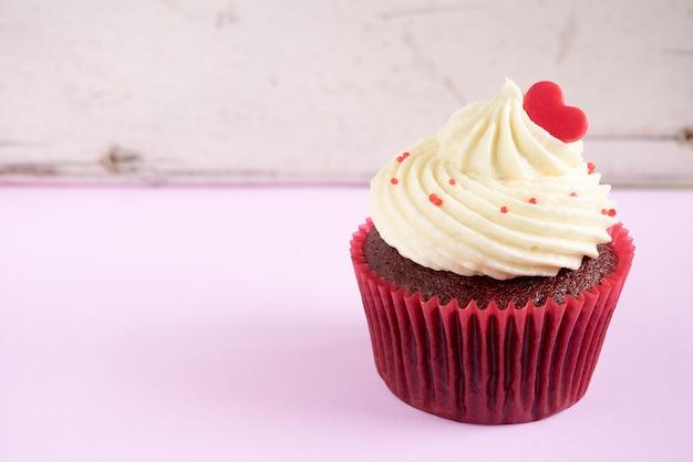 赤い心のカップケーキ