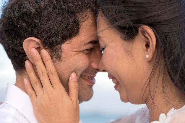 ボーイフレンドと恋の女性