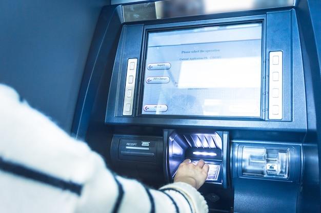 Работа банкомата в банке