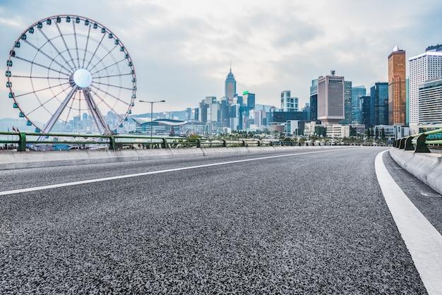 都市の建物と道路