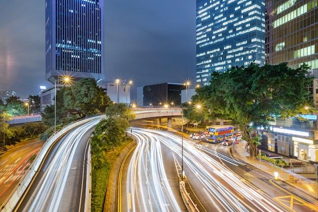 香港の都市建設と道路車両、夜景